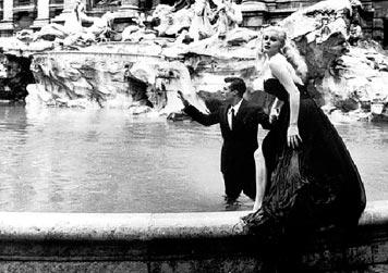 La Dolce Vita (dir. Federico Fellini, 1960), Anita Ekberg e Marcello Mastroianni