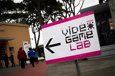 Cartello della mostra Videogame Lab a Cinecittà